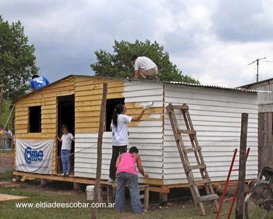 Casa en construcción por voluntarios Un Techo para mi País