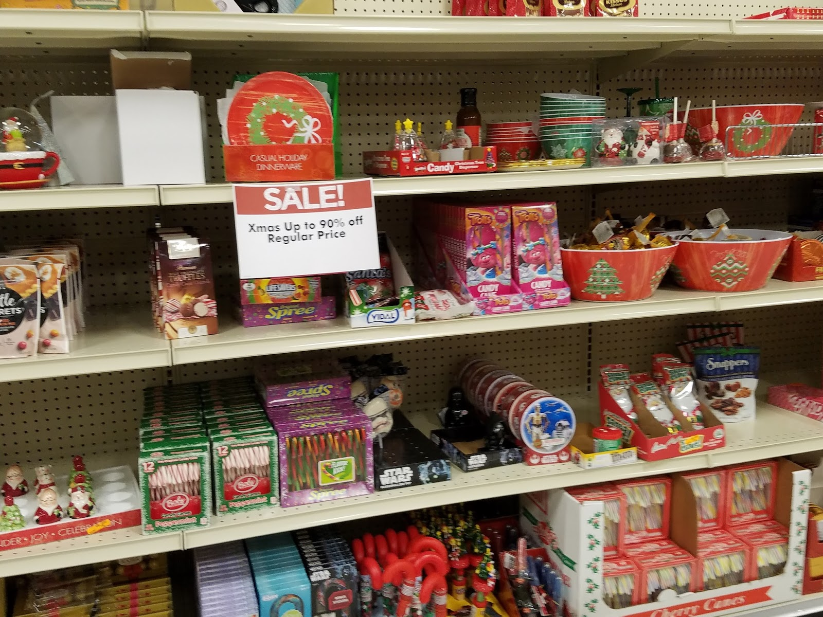 the giant eagle in the fairlawn shopping center has christmas merchandise at 90 off some great finds - Giant Eagle Christmas Hours