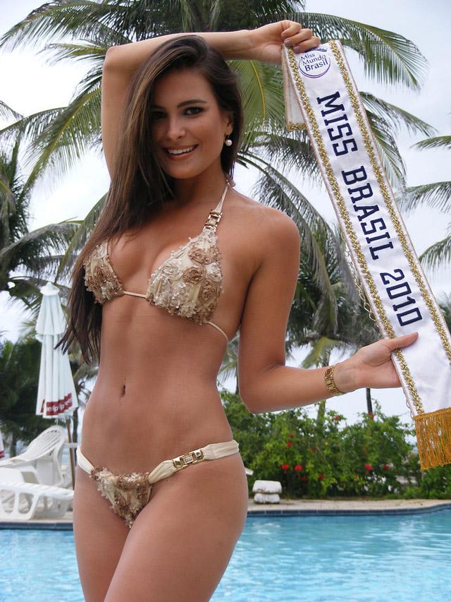 Kamilla Salgado segura a faixa de Miss Mundo Brasil 2010. Foto: Estúdio Xis