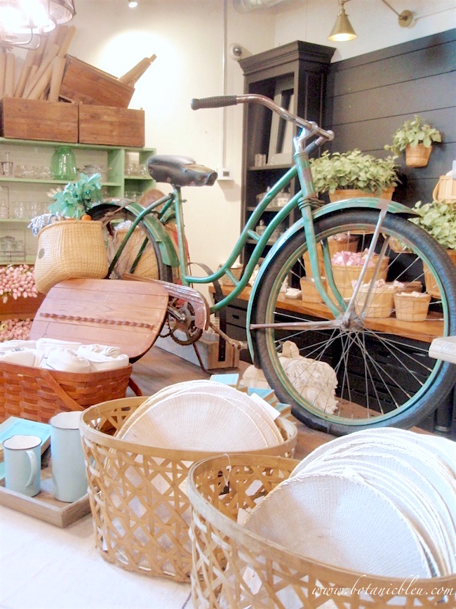 magnolia-market-vintage-bicycle-picnic-summer-fun-display