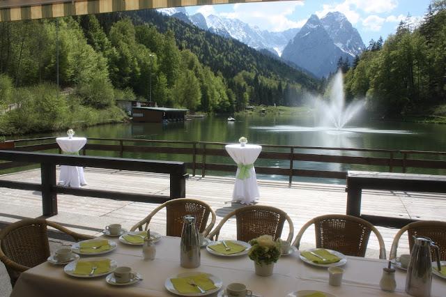 Kaffeetafel zur Hochzeit auf der Seeterrasse am Riessersee - heiraten in Bayern, Garmisch