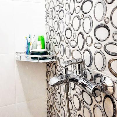 ukuran wallpaper kamar mandi sederhana
