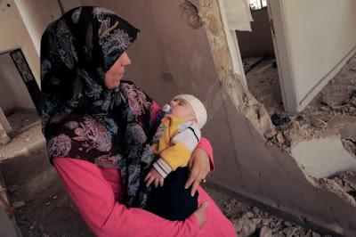 Madre e hijo en la guerra