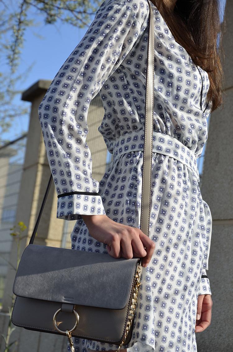 tendencia-pijama-outfit-vestido-bolso-imitación-chloé-look