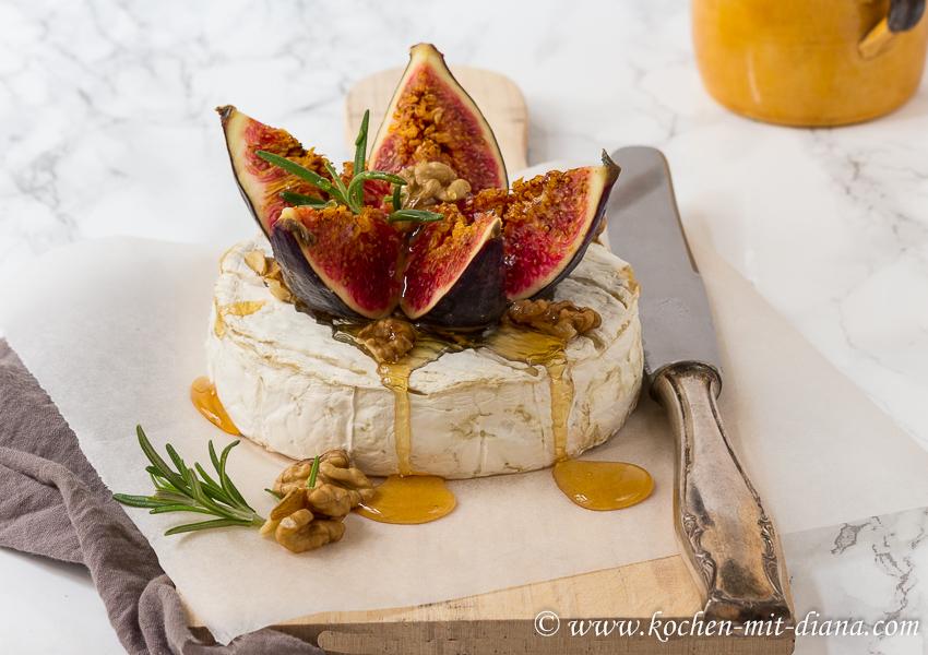Gebackener Camembert mit Feigen und Honig