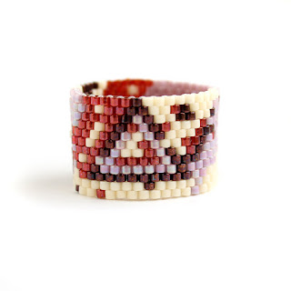 Купить уникальное авторское украшение из бисера. Необычное широкое кольцо с абстрактным дизайном Интернет-магазин изделий из бисера.