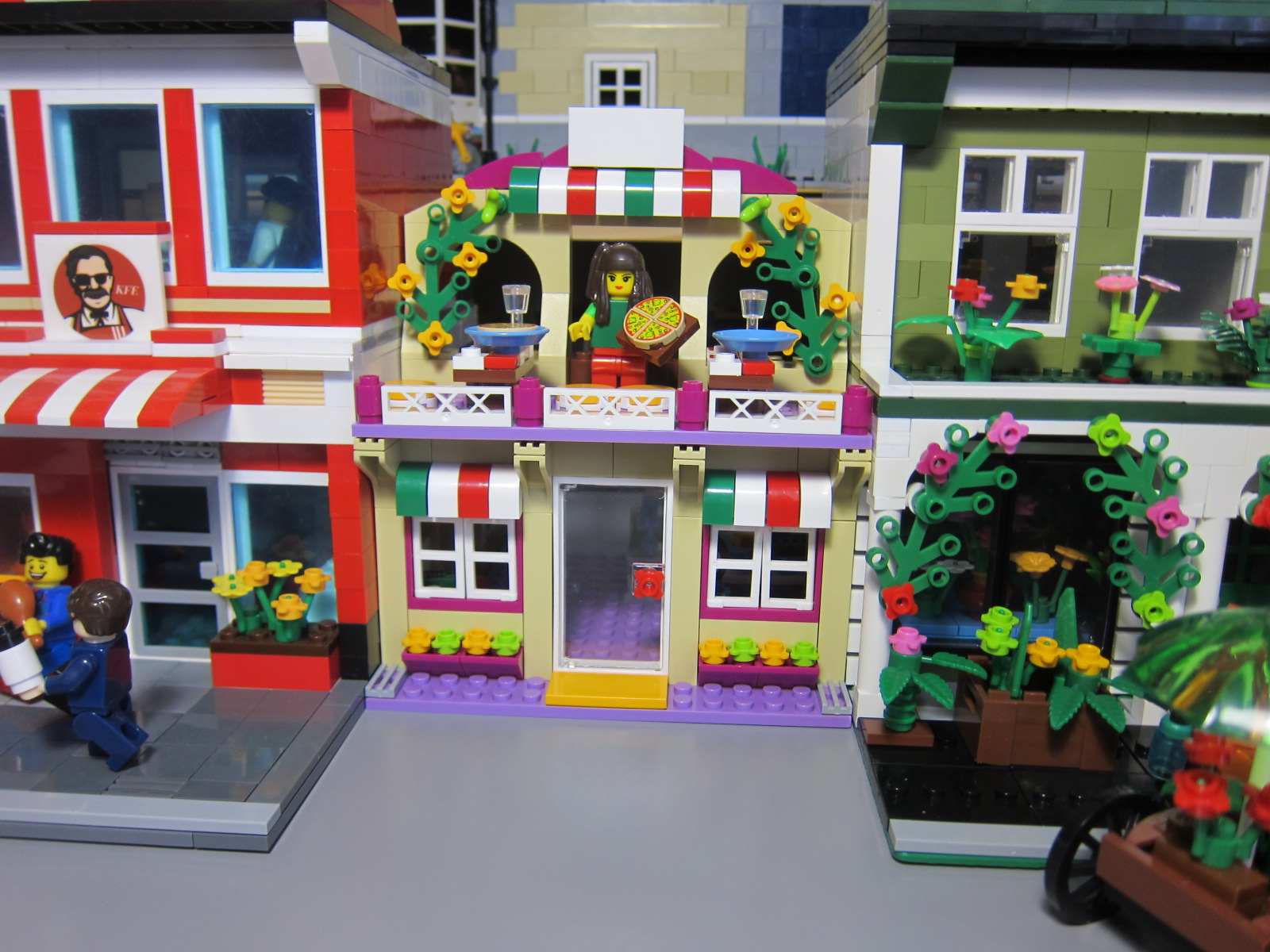 Lepin 01011 Friends Pizzeria Fake Lego Building Set Review