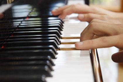 đàn piano gỗ