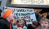 Miles de británicos protestan contra altos costos de la educación universitaria