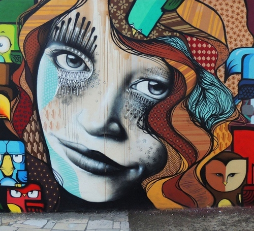 06-Aqi Luciano-Street-Art-Paintings-with-Expressions-that-Talk-www-designstack-co
