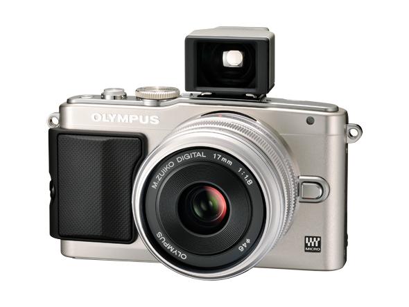 Fotografia dell'Olympus PEN E-PL5 con l'obiettivo Zuiko 17mm f1.8 e il mirino ottico grandangolare VF1
