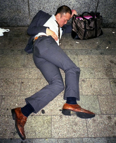 Japanese Businessmen Passed Drunk in Public (20 pics)