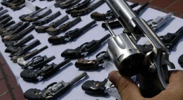 Ministro plantea desarmar a la población