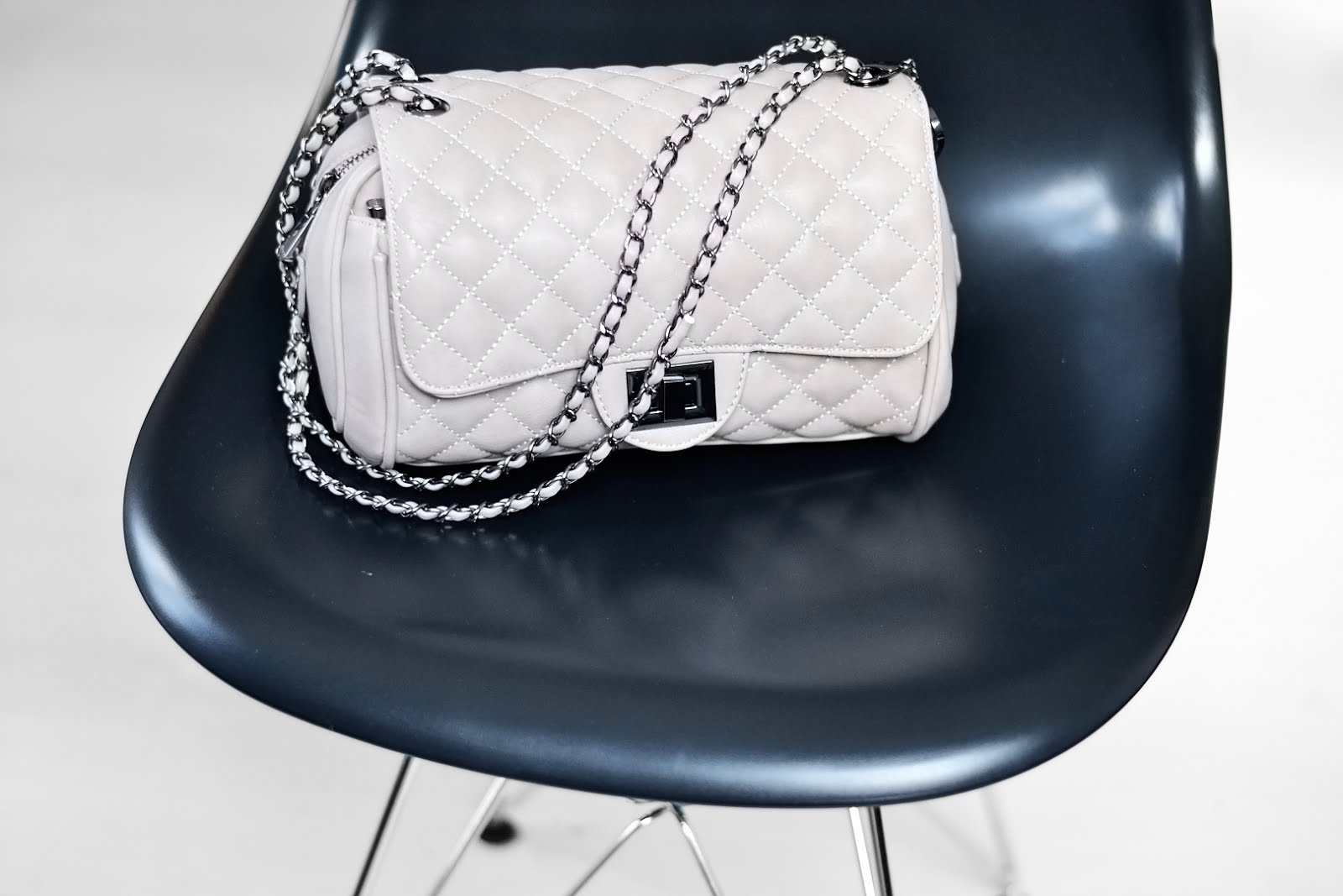 Marc B bag, knightsbridge, pebble grey, chain, chanel inspired, new in, fashion blogger, belgian, belgische modeblogger, handtas, trends, 2016