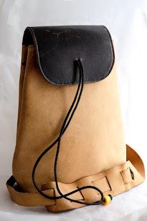 Vue d'ensemble du sac à dos en cuir naturel