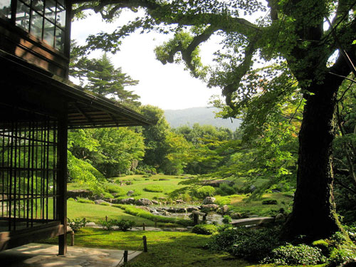 A view of the Higashiyama Hills in an example of shuzan at Murin-an Villa, Kyoto.