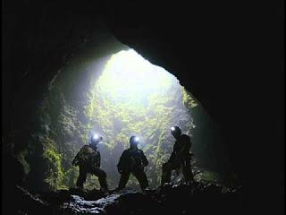 Tiga Orang Terjebak di dalam Gua