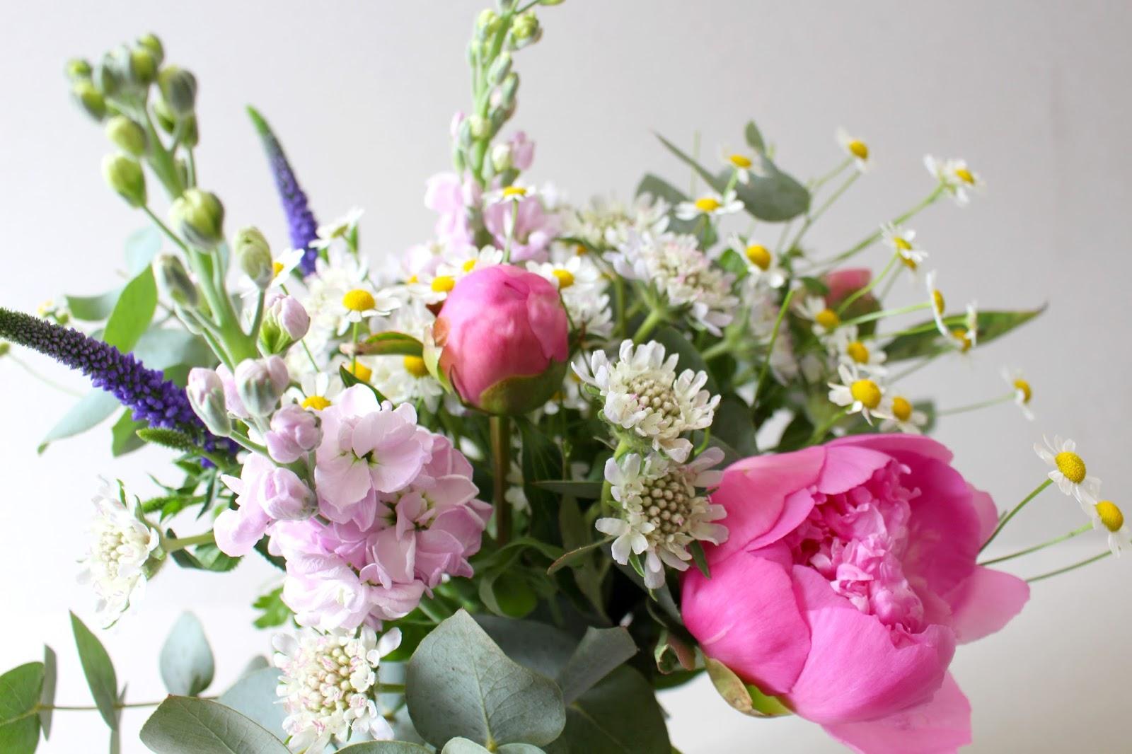 la petite boutique de fleurs fleuriste mariage lyon livraison du jour pivoines scabieuses. Black Bedroom Furniture Sets. Home Design Ideas