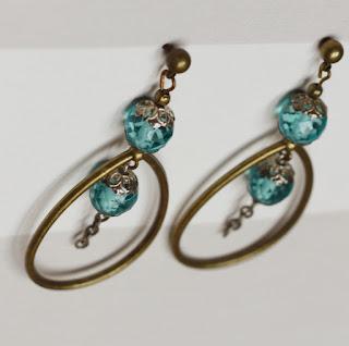 https://www.alittlemarket.com/boucles-d-oreille/fr_boucles_d_oreilles_perles_bleues_argent_massif_et_bronze_-19858546.html