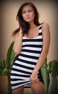 Naked brunnette - Michaela%2BIsizzu-S01-004.jpg