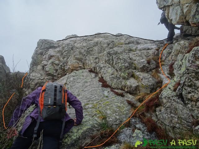 Ruta al Pico Castillo y la Rozada: Bajando del Pico Castillo