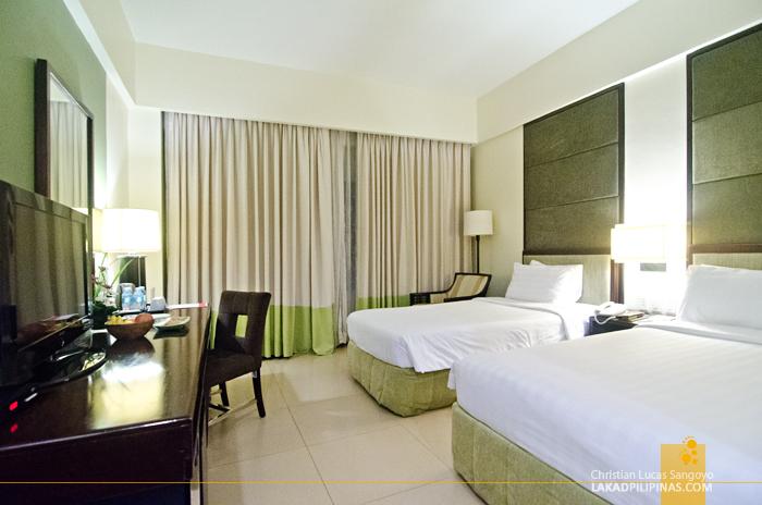 Taal Vista Hotel Tagaytay Deluxe Queen Room