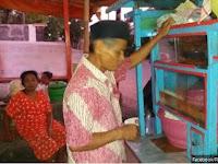 Kisah Penjual Soto Ayam Dan Pemuda Yang Murah Hati ini Bikin Netizen Haru
