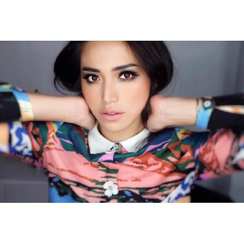 Fakta Jessica Iskandar Harus Anda Ketahui [Artis Indonesia Hot]
