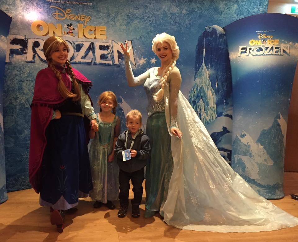 Disney On Ice presents Frozen - A spoiler free review from opening night at Newcastle's Metro Radio Arena - meet and greet Elsa and Ana