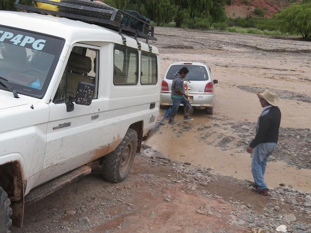 Aus dem Fluss Chuqui zogen wir ein Taxi