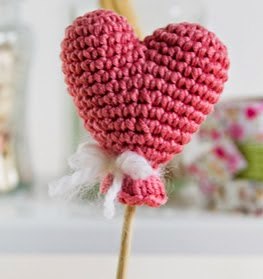 http://translate.google.es/translate?hl=es&sl=en&tl=es&u=http%3A%2F%2Fwww.simplycrochetmag.co.uk%2F2015%2F02%2F03%2Ffree-heart-balloon-pattern-valentines-day%2F