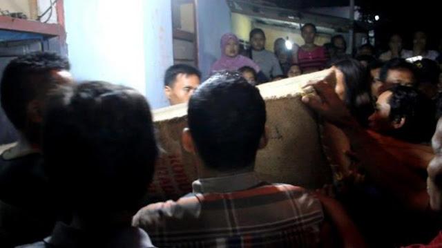 TKI Yang Bekerja Di Malaysia Disiksa Majikan Hingga Tewas, Keluarga Pingsan Saat Lihat Peti Jenazah.