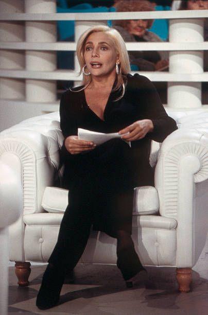Italian TV presenter and actress Mara Venier presenting Domenica In. Rome, 1994. | Allegory of Vanity