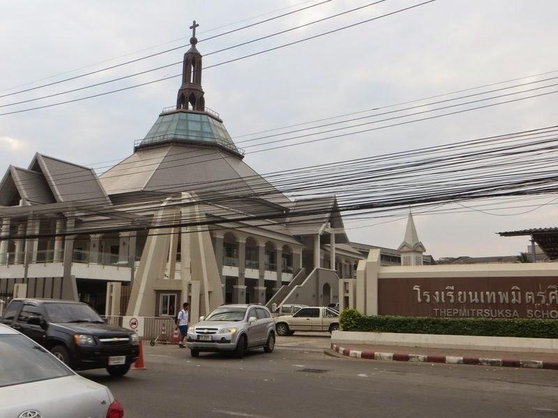 Интересное здание в Таиланде