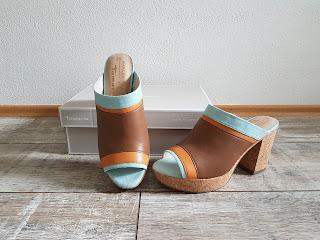 passende Schuhe zu Jeanskleid