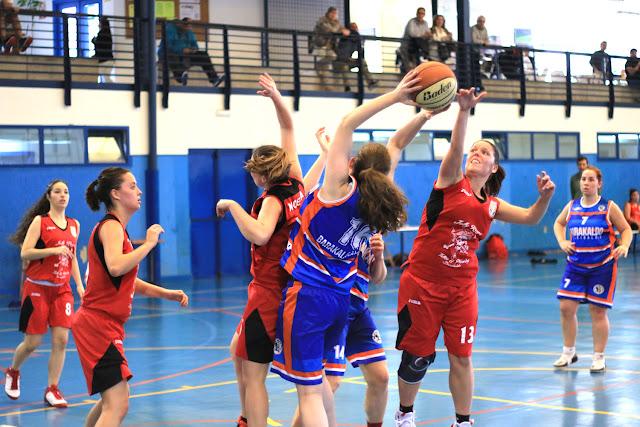Baloncesto | Barakaldo EST y Dosa Salesianos se fusionan para impulsar el deporte de la canasta