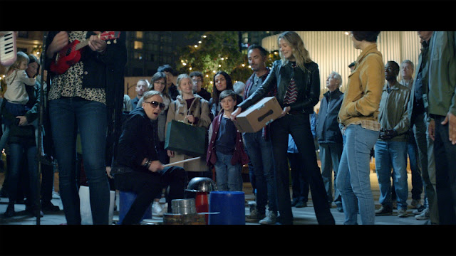Amazon's Festive Singing Boxes Bring People Together for Christmas