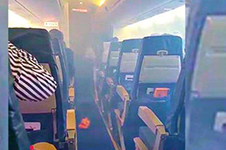 Basınçtan dolayı uçağın kokpiti yoğun bir sis bulutuyla kaplanmıştı, üstelik oksijen maskeleri de çıkmıyordu.
