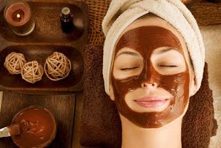 Comment préparer un chocolat et de miel masque pour hydrater le visage