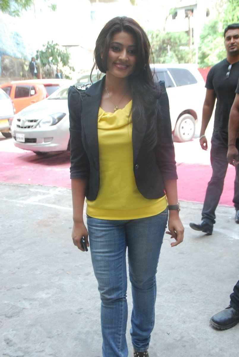 Actress Sneha Latest HD Images