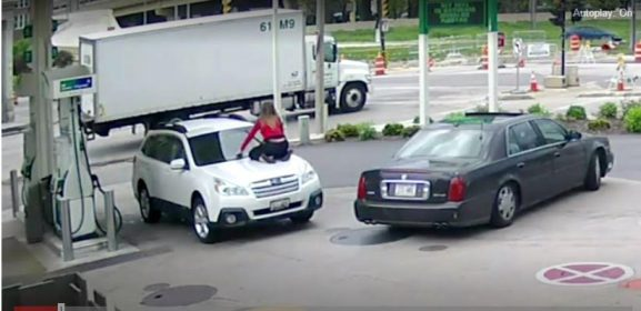 Watch how a brave woman confronted and stopped a thief from stealing her car