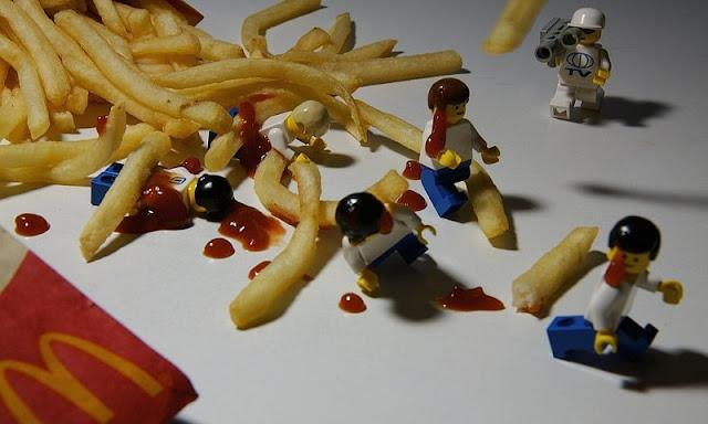 lego dan kentang goreng mcdonald