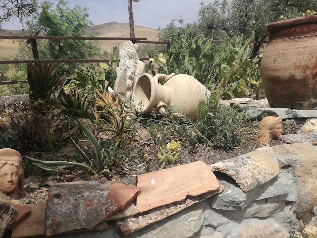 suchy ogród, ozdoby ogrodowe