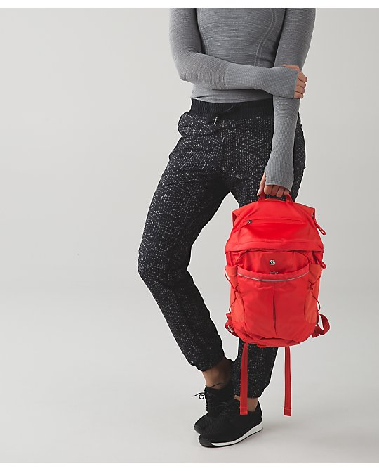 lululemon run-all-day-backpack alarming