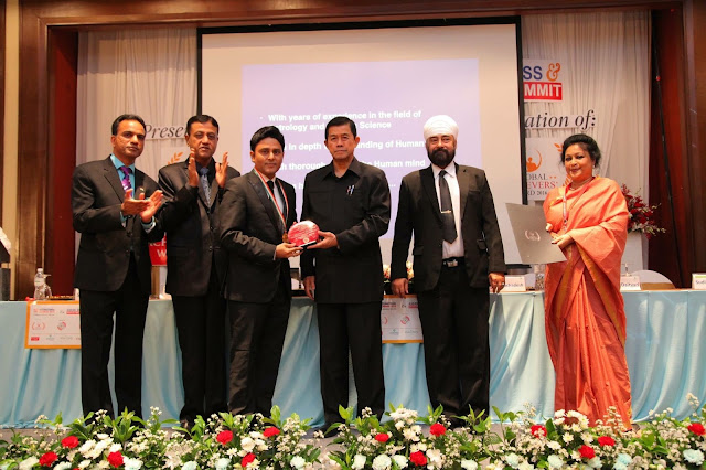 Dr. Sundeep Kochar receiving Nostradamus of India Award from Ex Dy. Prime Minister His Excellency Mr. Korn Dabbaransi