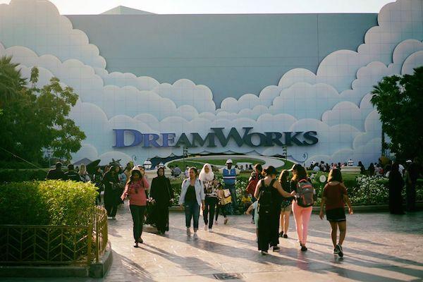 ドリーム・ワークスという名称の室内テーマパーク施設も用意されており