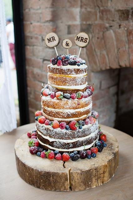 naked cake, pień, tort ślubny z owocami