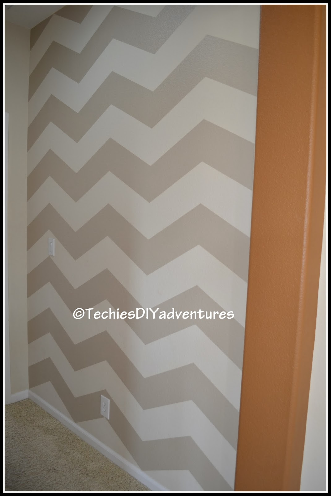 Chevron pattern painted wall techie 39 s diy adventures for Chevron template for walls