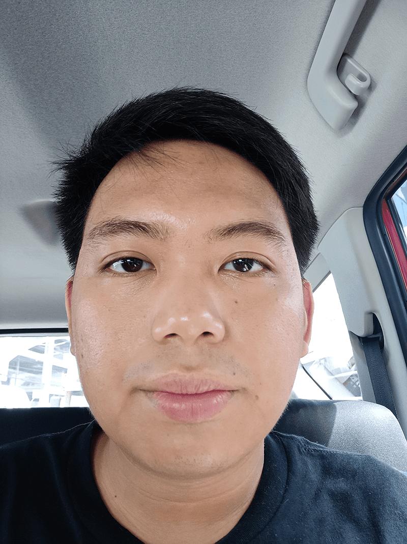 F5 daylight selfie