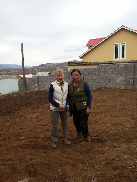 Eileen with a community member of the Asral NGO Gachuurt project, Ulaanbaatar